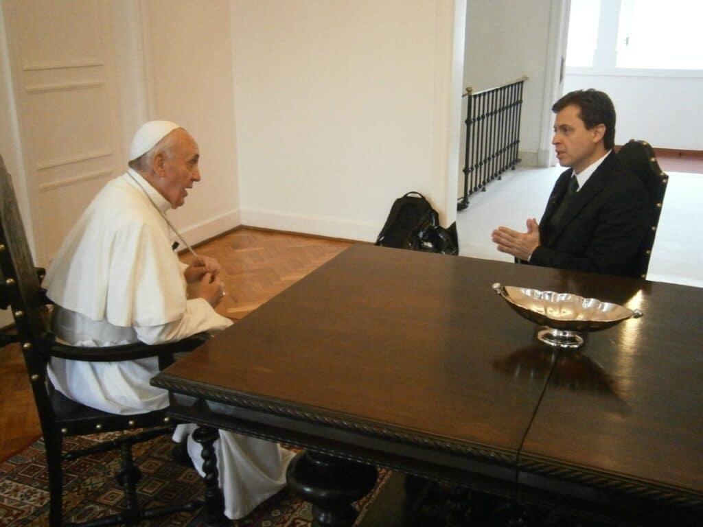 Gerson Camarotti entrevista Papa Francisco em 2013 na GloboNews (foto: Globo/ Fellipe Awi)