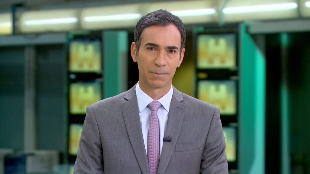 César Tralli no Jornal Hoje de 16 de junho: mais notícias policiais (foto: Reprodução/TV Globo)