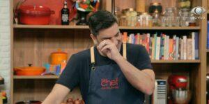 Edu Guedes chorou ao vivo enquanto fazia uma receita no The Chef (foto: Reprodução/Band)