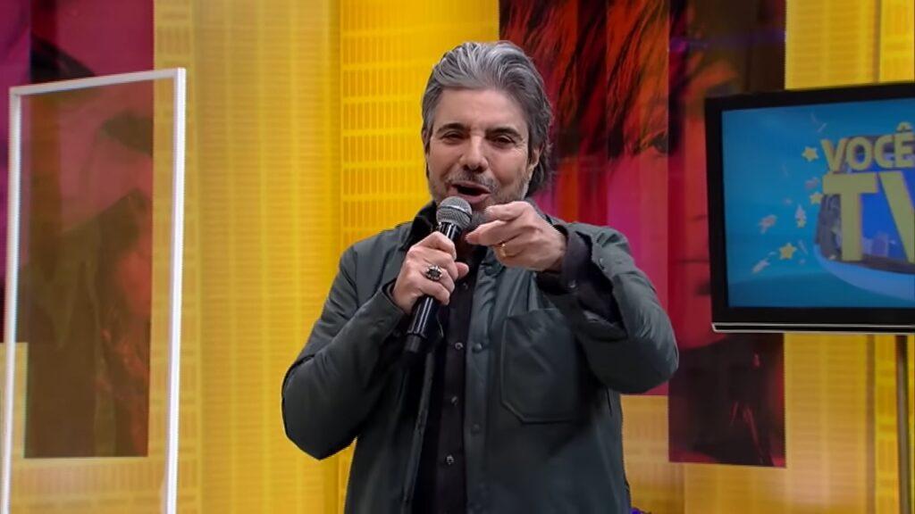 João Kleber é o apresentador do Você na TV, que perderá espaço para televendas (foto: Reprodução/RedeTV!)