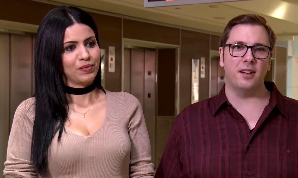 A brasileira Larissa Lima e Colt Johnson em um dos episódios de 90 Dias para Casar (foto: Reprodução/TLC)