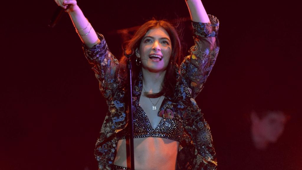 Lorde já se firmou como um dos principais nomes da indústria musical (foto: Reprodução)
