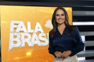 Imagem da apresentadora Carla Cecato no cenário do Fala Brasil