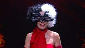 Ana Maria Braga abriu o Mais Você vestida de Cruella, personagem da Disney (foto: Globo/Reprodução)