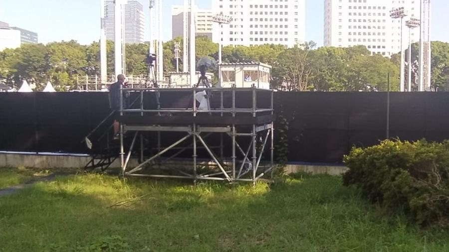 Equipe da Band faz transmissão pirata dos jogos de tênis nos Jogos Olímpicos de Tóquio (foto: UOL/Demétrio Vecchioli)