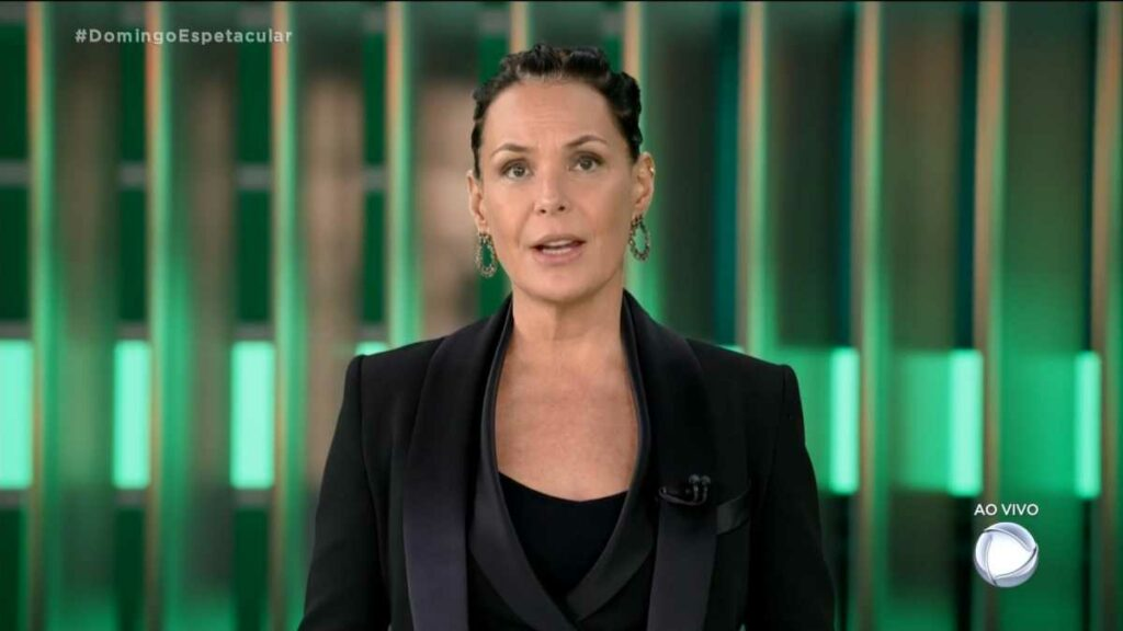 Carolina Ferraz foi surpreendida ao descobrir dívida de inquilino (foto: Reprodução/Record)