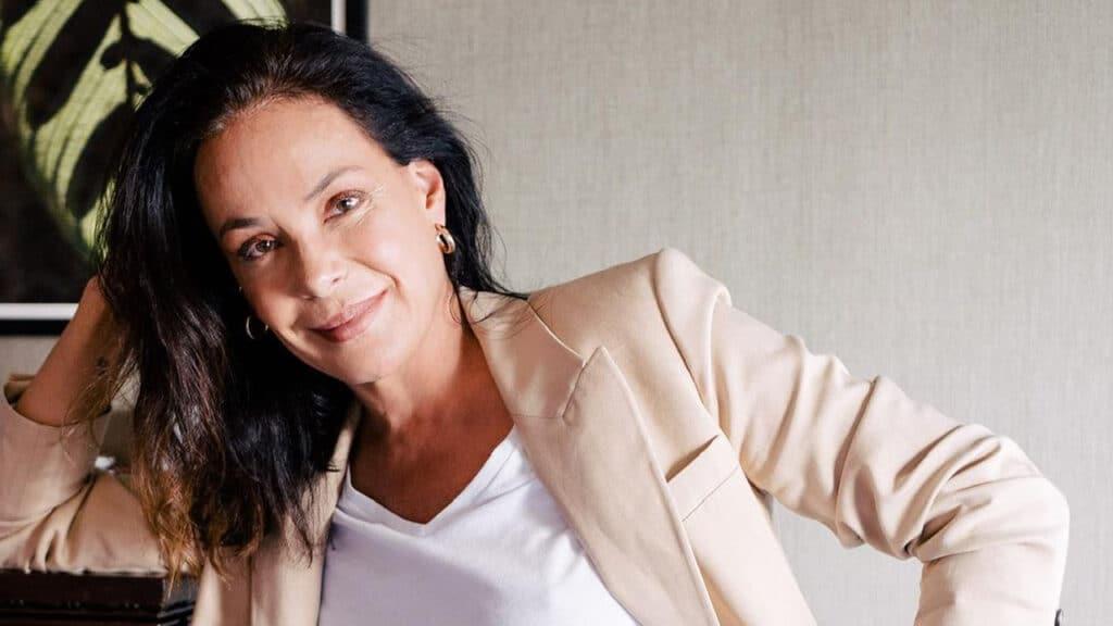 Carolina Ferraz completou um ano na Record (foto: Reprodução)