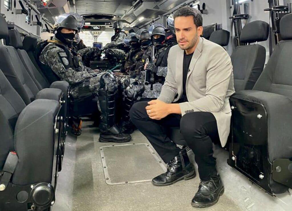 João Paulo Vergueiro comanda novo programa que acompanha ações das forças de segurança na Band (foto: Divulgação)