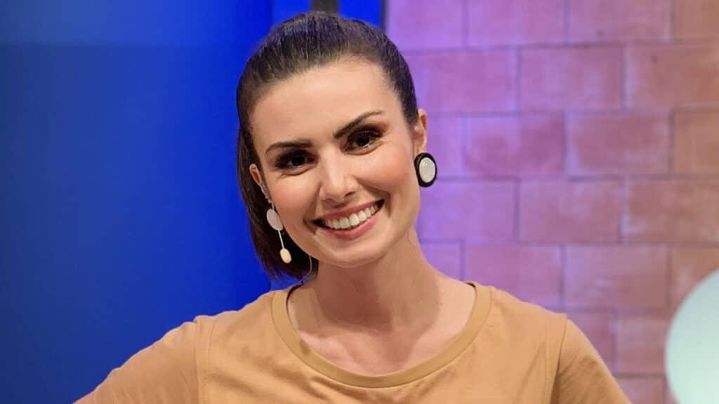 Nathalia Arcuri rompeu contrato com a RedeTV! após o apresentador Sikêra Jr. xingar homossexuais ao vivo (foto: Divulgação)