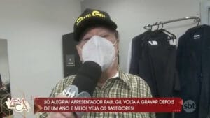Raul Gil voltou a gravar no SBT após mais de um ano longe dos estúdios (foto: Reprodução/SBT)