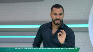 Gil do Vigor brincou com o apresentador Lucas Gutierrez no Esporte Espetacular (foto: Reprodução/Globo)