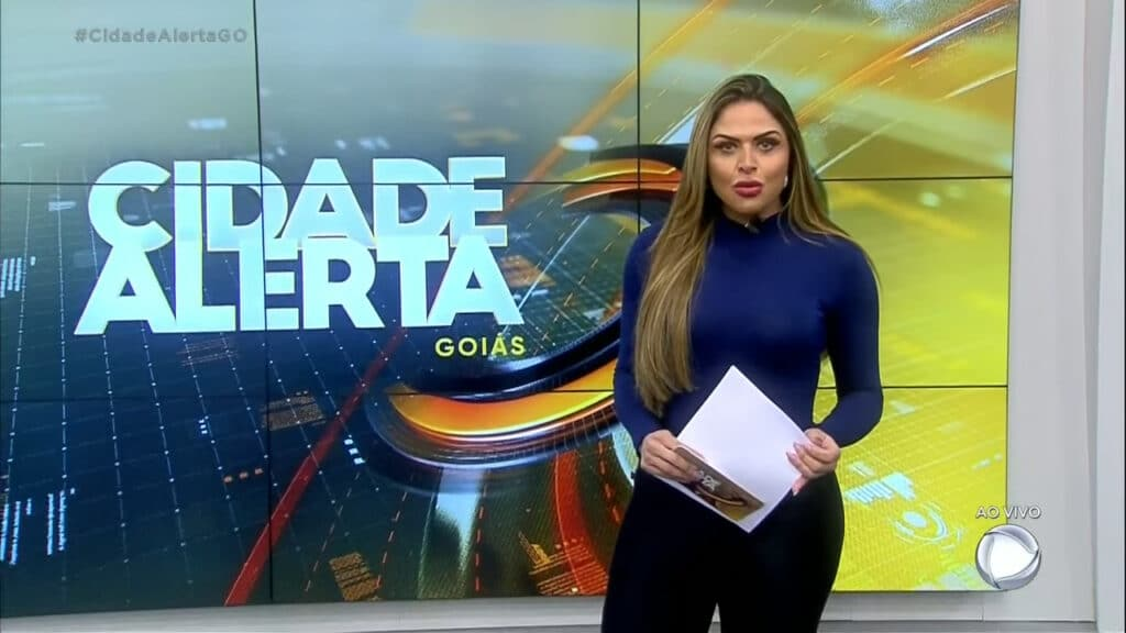 Silvye Alves é apresentadora do Cidade Alerta na Record Goiás (foto: Reprodução)