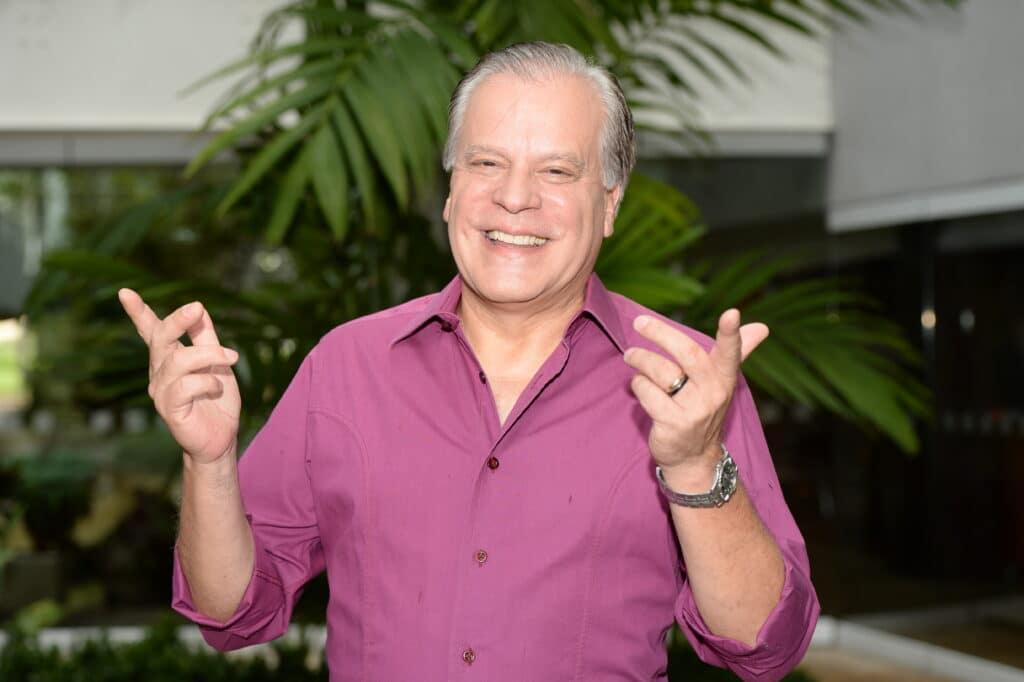 Chico Pinheiro ganhou samba em homenagem à sua volta ao telejornalismo (foto: Globo/Zé Paulo Cardeal)