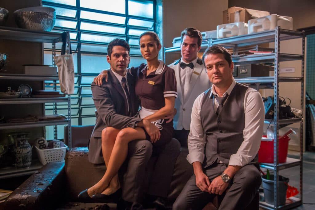 Os atores João Baldasserini, Nanda Costa, Thiago Martins e Marcelo Serrado; Pega Pega volta em edição especial na Globo (foto: Globo/Paulo Belote)