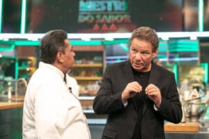 Os apresentadores Batista e Claude Troisgros em Mestre do Sabor (foto: Gshow/Isabella Pinheiro)