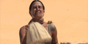 Carol Peixinho teve que comer baratas em No Limite (foto: Reprodução/TV Globo)