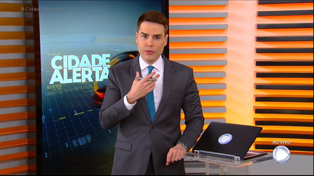 Luiz Bacci é o apresentador do Cidade Alerta: programa foi novamente condenado pela Justiça (foto: Reprodução/Record)