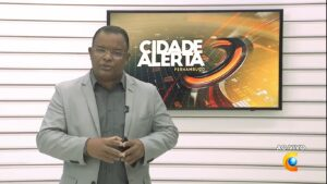 Evenilson Santana é apresentador substituto do Cidade Alerta em Pernambuco (foto: Reprodução/TV Clube)