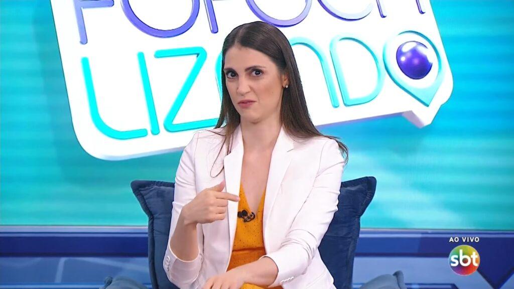 Chris Flores é a apresentadora do Fofocalizando (foto: Reprodução/SBT)