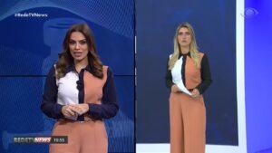 Gabriela di França, da RedeTV!, e Joana Treptow, da Band, usaram a mesma roupa simultaneamente (foto: Reprodução)