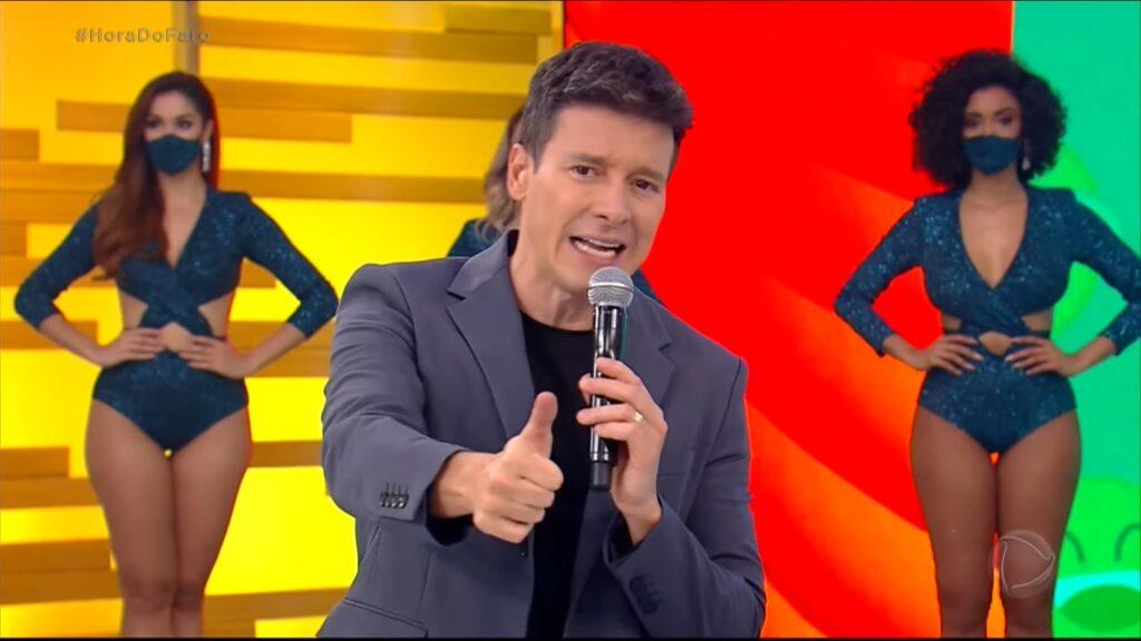 Rodrigo Faro se beneficiou com polêmica e venceu Eliana depois de 22 semanas (foto: Reprodução/Record)