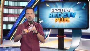 Maurício Mendes apresentou o Festival RedeTV! Plus: nem sua própria família assistiu (foto: Reprodução/RedeTV!)