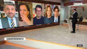 Mônica Waldvogel fumou durante o GloboNews Em Pauta (foto: Reprodução/GloboNews)