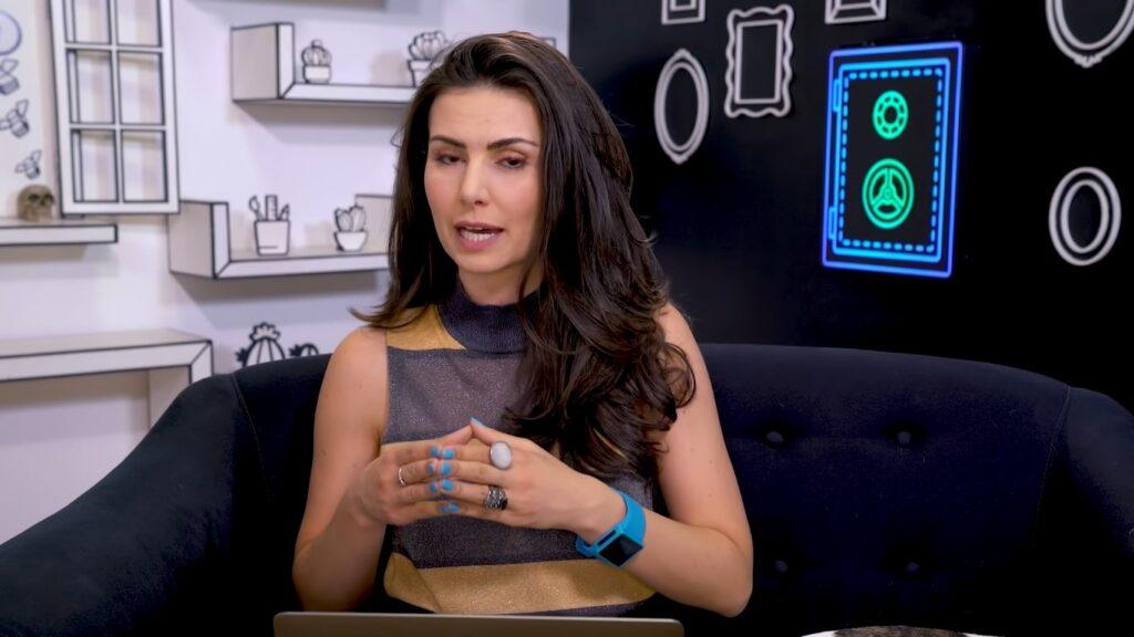 Mesmo após se demitir, Nathália Arcuri seguirá na programação da RedeTV! (foto: Reprodução/Me Poupe)