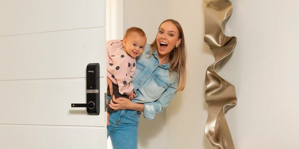 Tata Estaniecki compartilhou curiosidades sobre o parto de sua filha (foto: Reprodução)