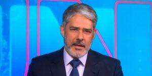 William Bonner revelou tratamento de catarata precoce no Jornal Nacional (foto: Reprodução/TV Globo)