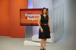 Lilian Fernandes no cenário do programa Pequenas Empresas & Grandes Negócios (foto: Reprodução)