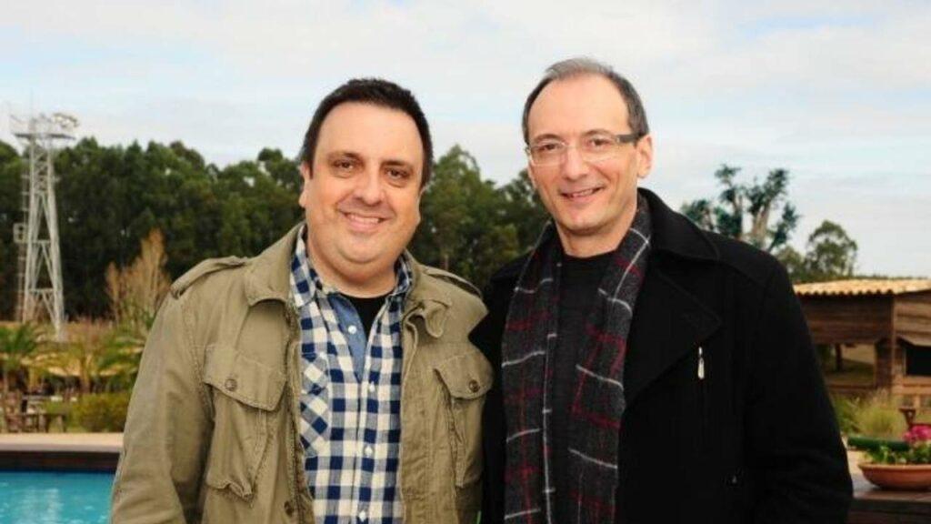 O diretor Rodrigo Carelli e Britto Jr. nas antigas instalações do reality A Fazenda (foto: Record/Antonio Chahestian)