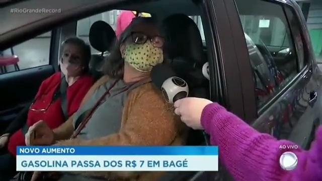 Mulher se revolta com preço da gasolina e pede impeachment de Bolsonaro na Record (foto: Record/Reprodução)