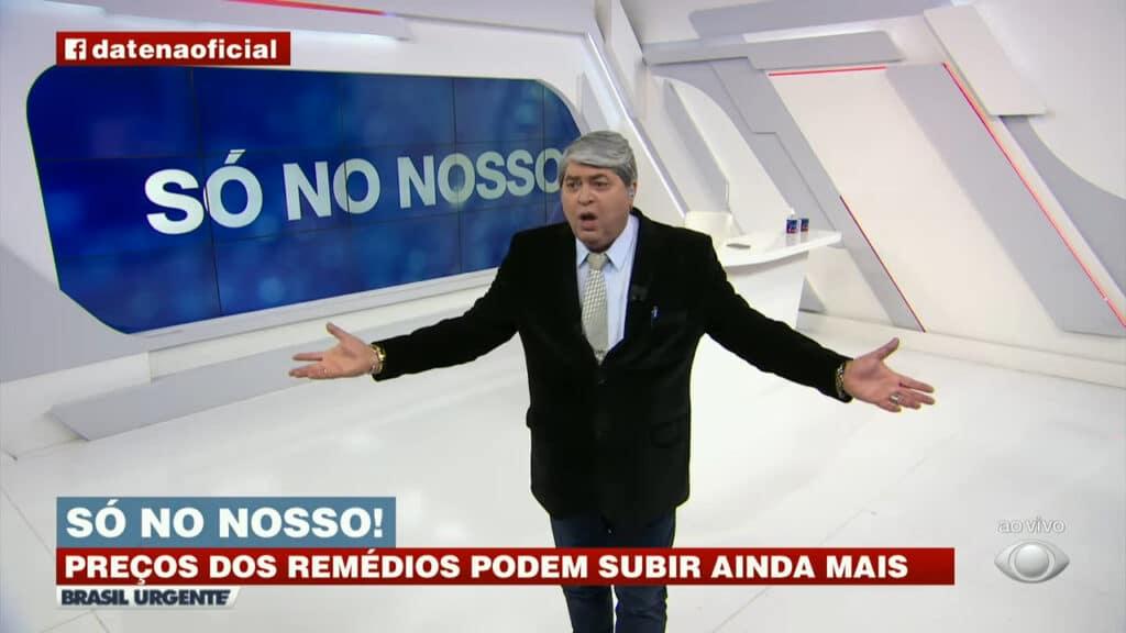 Datena se irritou com a demora da produção do Brasil Urgente em fazer um levantamento de preços de remédios pelo país (foto: Reprodução/Band)