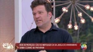 Carlos Bertolazzi chorou no Vem Pra Cá ao falar de acidente com cachorro (foto: SBT/Reprodução)