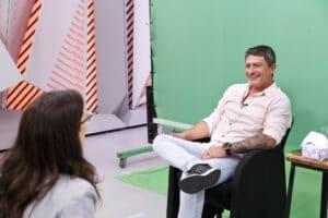 Tom Veiga em entrevista ao projeto Memória Globo em 2019 (foto: Globo/Fabricio Mota)
