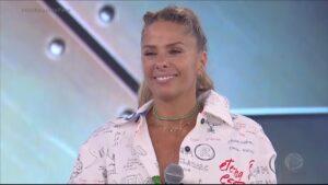 Adriane Galisteu apresentará a próxima temporada de A Fazenda (foto: Reprodução/Record)