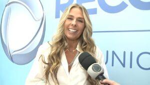 Adriane Galisteu apresentará especial do Hoje em Dia sobre A Fazenda (foto: Reprodução/Record)