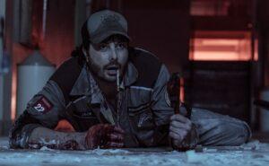 Danilo Gentili em cena do filme Exterminadores do Além, que deu origem para a série do SBT (foto: Divulgação)
