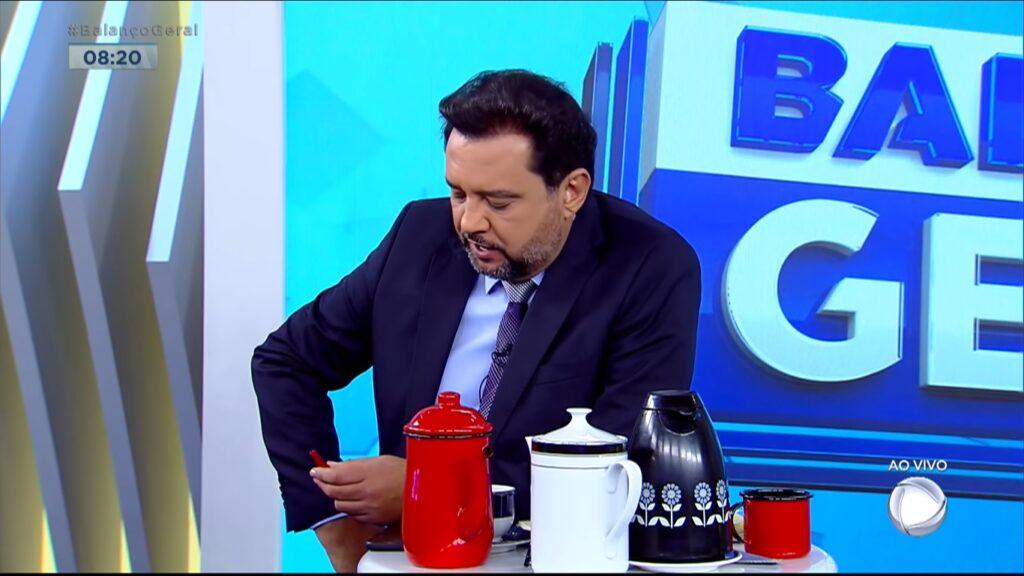 Geraldo Luís usou personagem da Globo para pedir audiência para o Balanço Geral Manhã (foto: Reprodução/Record)