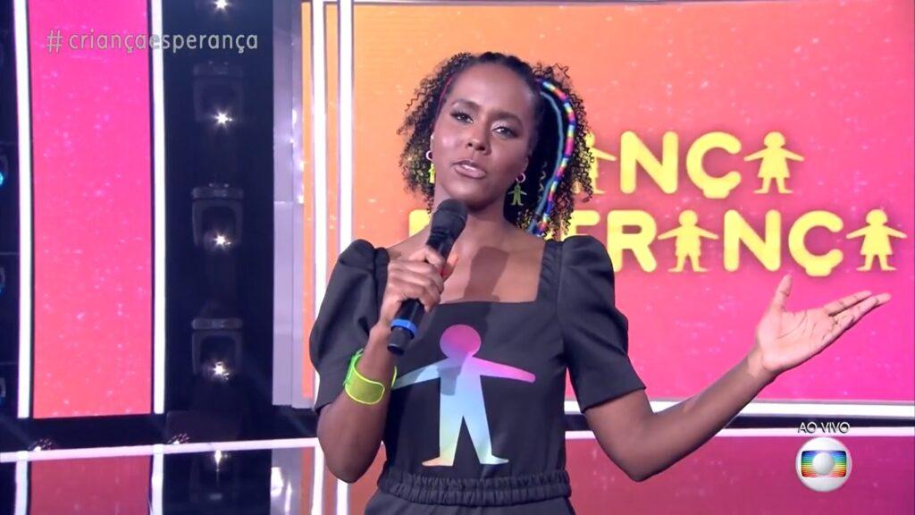 Maju Coutinho foi uma das apresentadoras do Criança Esperança 2021 (foto: Reprodução/TV Globo)