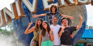 Marcos Mion posa ao lado de sua família (foto: Reprodução)