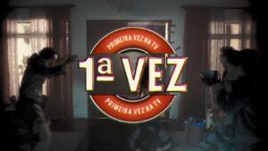 """Selo de """"pela primeira vez na televisão"""" é uma das criações mais icônicas da emissora de Silvio Santos (foto: Reprodução/SBT)"""