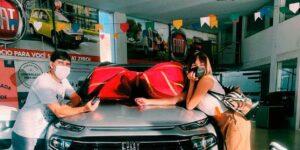 Thaís Braz decidiu presentear o pai com um carro (foto: Reprodução)