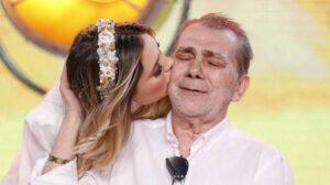 Virginia Fonseca posa ao lado do pai, o empresário Mário Serrão (foto: Reprodução)