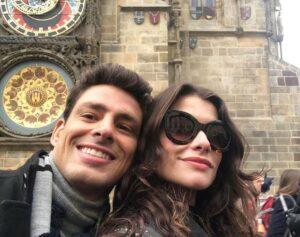 Cauã Reymond e Alinne Moraes são um casal na história de Um Lugar ao Sol (foto: Reprodução)