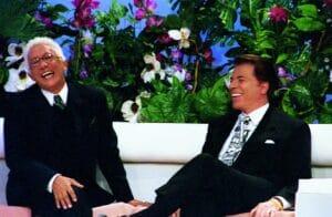 Clodovil e Silvio Santos em edição do programa Em Nome do Amor (foto: SBT/João Batista da Silva)