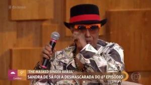 Sandra de Sá chorou no Encontro ao falar de apresentação no The Masked Singer (foto: Globo/Reprodução)
