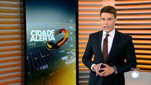 Luiz Bacci é o apresentador titular do Cidade Alerta (foto: Reprodução/Record)