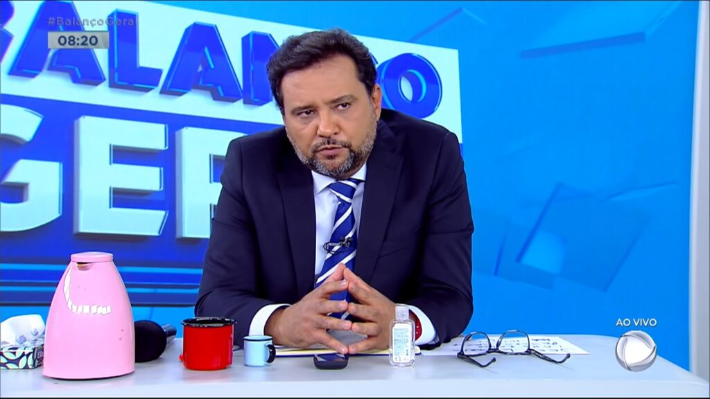 Geraldo Luís surtou com a equipe do Balanço Geral Manhã no meio do telejornal ao vivo (foto: Reprodução/Record)
